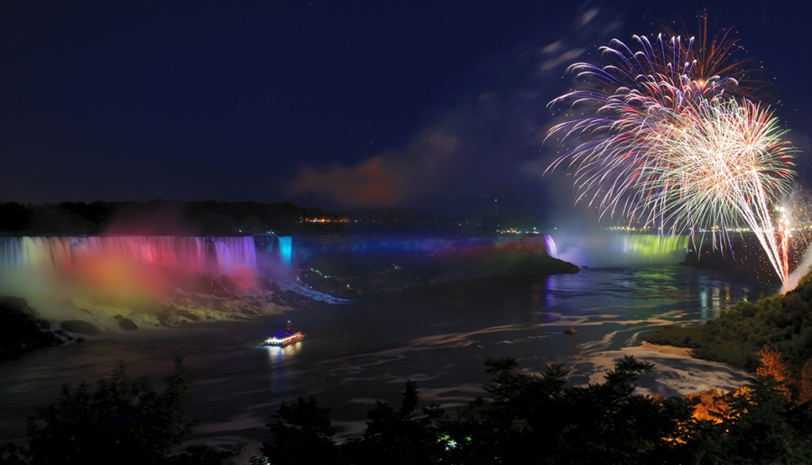 Niagara Falls Hotels >> Niagara Falls at Night
