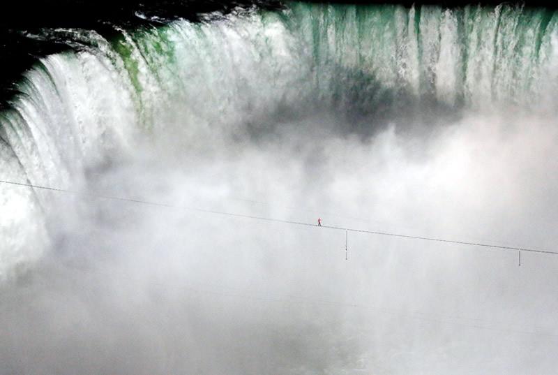 niagara falls daredevils nik wallenda over the falls