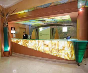 holiday inn express niagara falls lobby