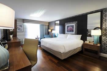 holiday inn express niagara falls king bed